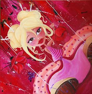 Une petite fée ou princesse en marionnette assise par terre avec de grandes chaussures dont on voit les semelles elle a de grands yeux et des petits chignong, une coiffure chinoise, elle souris et tient des coquelicots dans sa main le fond est très trav