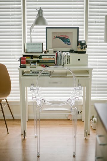A diary of lovely the tiny desk quest - Small desk space pict ...
