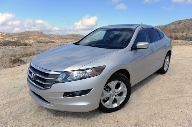 2011 honda accord crosstour front angle view 2011 Honda Accord Crosstour