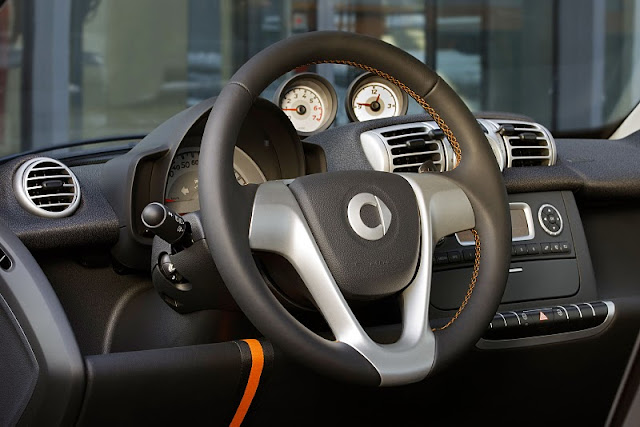 2011 smart fortwo nightorange cockpit view 2011 Smart Fortwo Nightorange