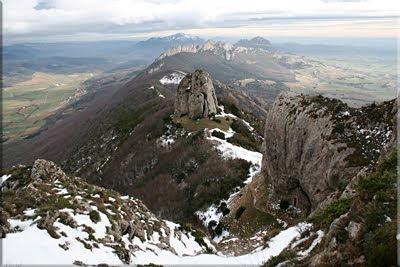 Vistas del Bonete y la ermita desde la loma cimera
