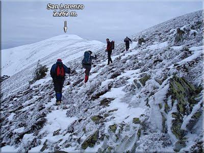 Bordeando el primer cerro, al fondo San Lorenzo