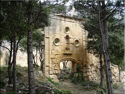Portada del siglo XVIII del Santuario de la Virgen de la Rosa