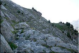 Paso excavado en la roca
