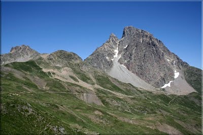 Midi d'Ossau visto desde la cima de Soum de Pombie