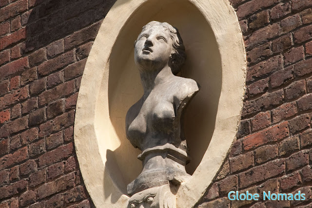 Travel, Attraction review, United Kingdom, Ham House outdoor wall bust