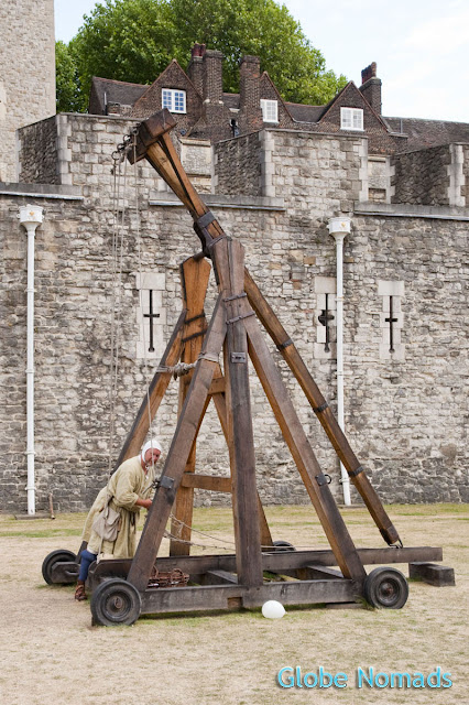 small siege machine, catapult