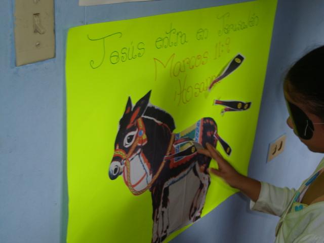 Luego de la clase los niños jugaron a ponle la cola al burro.
