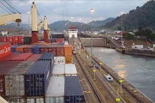 Doortocht door het Panamakanaal. Klik voor meer
