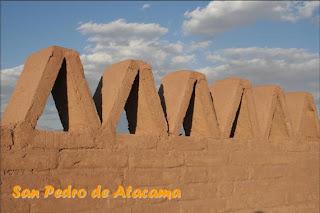 Adobemuur in San Pedro de Atacama. Klik voor meer foto's