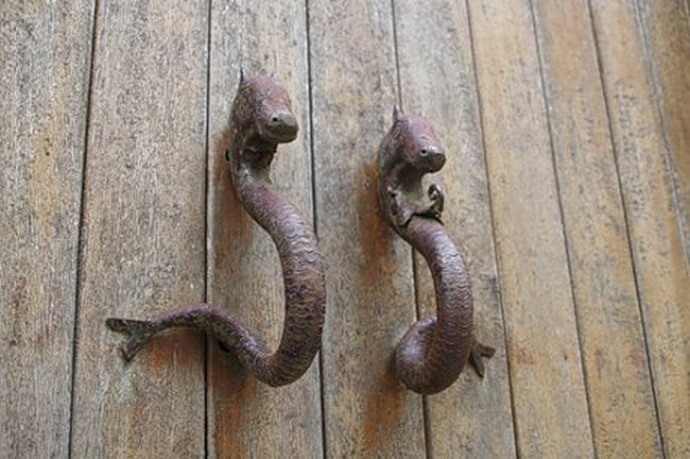 [unusual-door-handles-15.jpg]