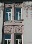 Lekre rose på veggen