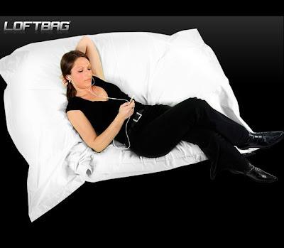 2 bonnes nouvelles pour profiter du soleil avec le pouf loftbag le blog de loftboutik. Black Bedroom Furniture Sets. Home Design Ideas