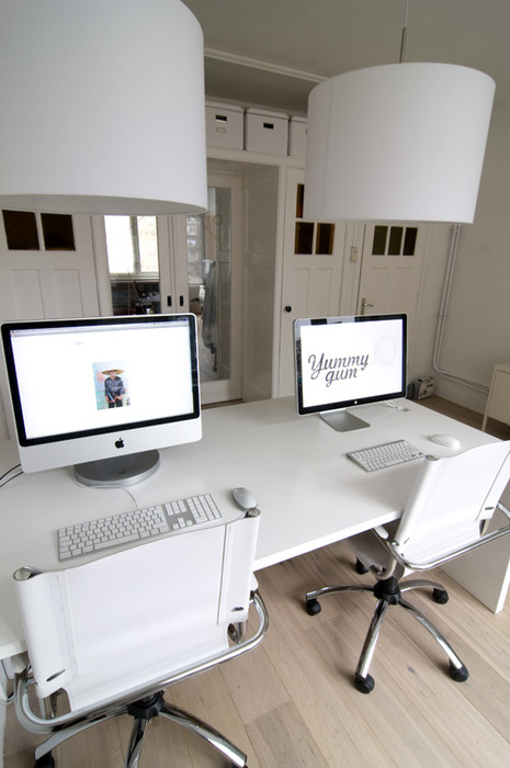 Simple desks a collection of minimal work spaces golberz com - Small work spaces minimalist ...