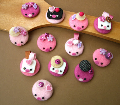 Pink buttons by kup,kup from flickr (CC-NC-SA)