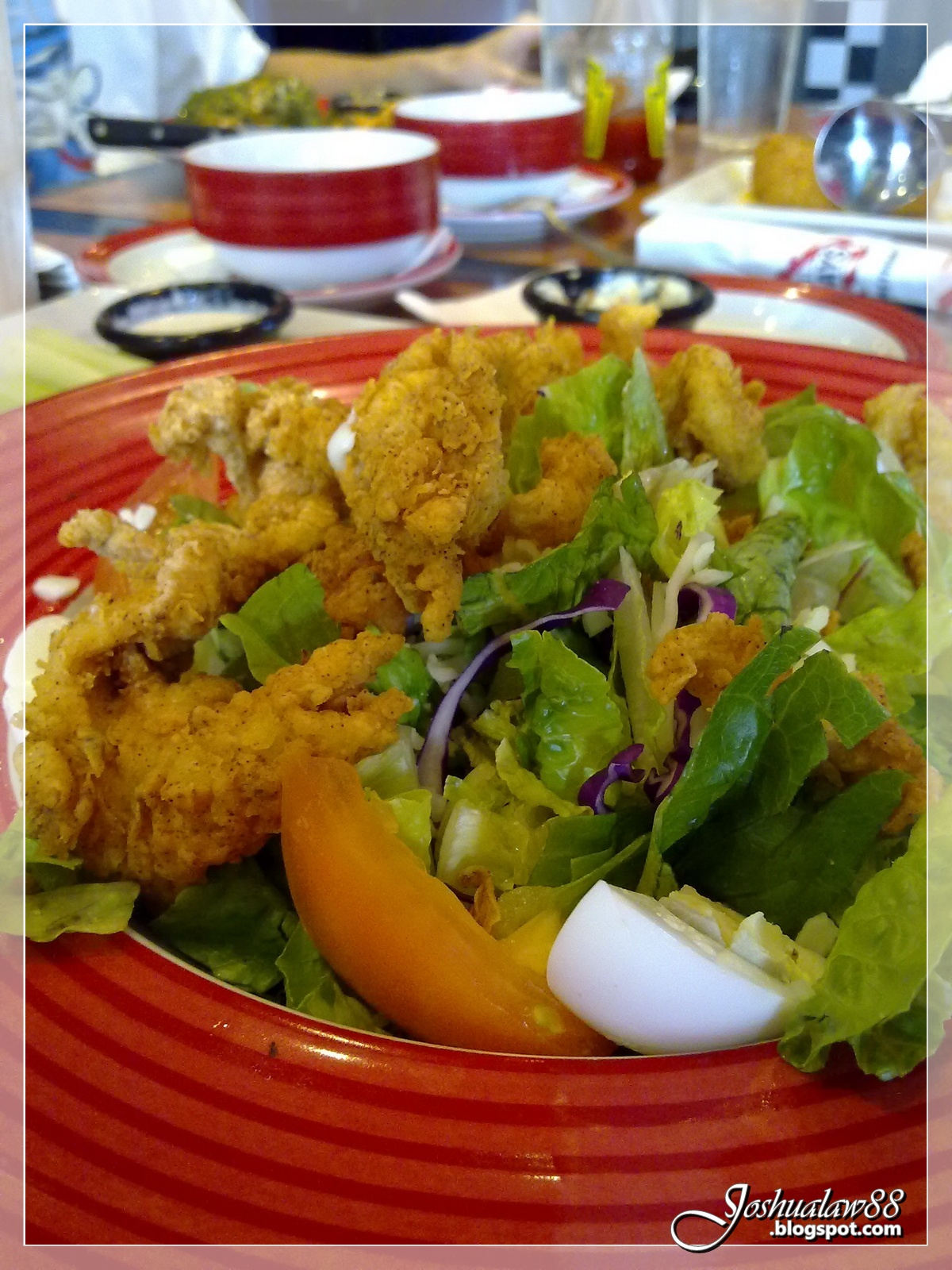 Cajun-Fried Chicken Salad + appetizer - RM29.90