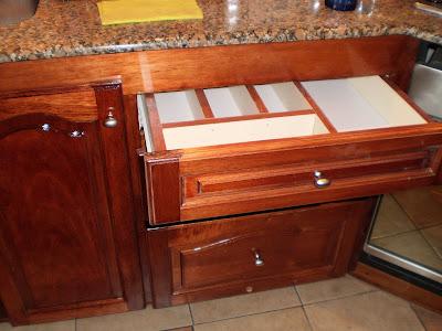 Muebles de cocina a tu medida mueble con puertas en cedro for Muebles de cedro