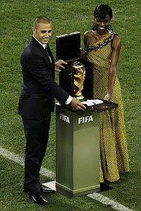 Cannavaro presento la Copa del Mundo