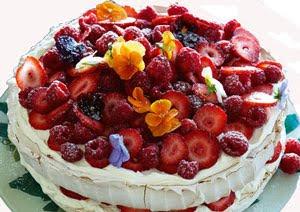 Торт Павлова с желе и ягодами
