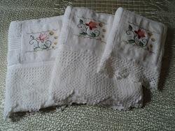 Jogo de toalhas de banho (crochê e ponto cruz)