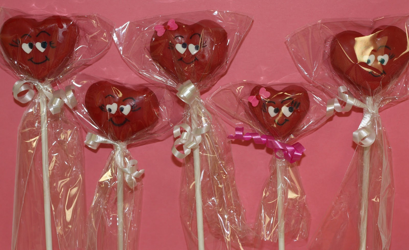 Mel\'s Sweet Treats: Valentine\'s Day Cake Pops