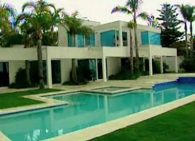 Barbiedream House on Barbie S Dream House Comes True In Malibu