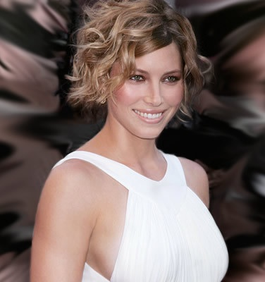 jessica biel hair pictures. curly bob hairstyle.
