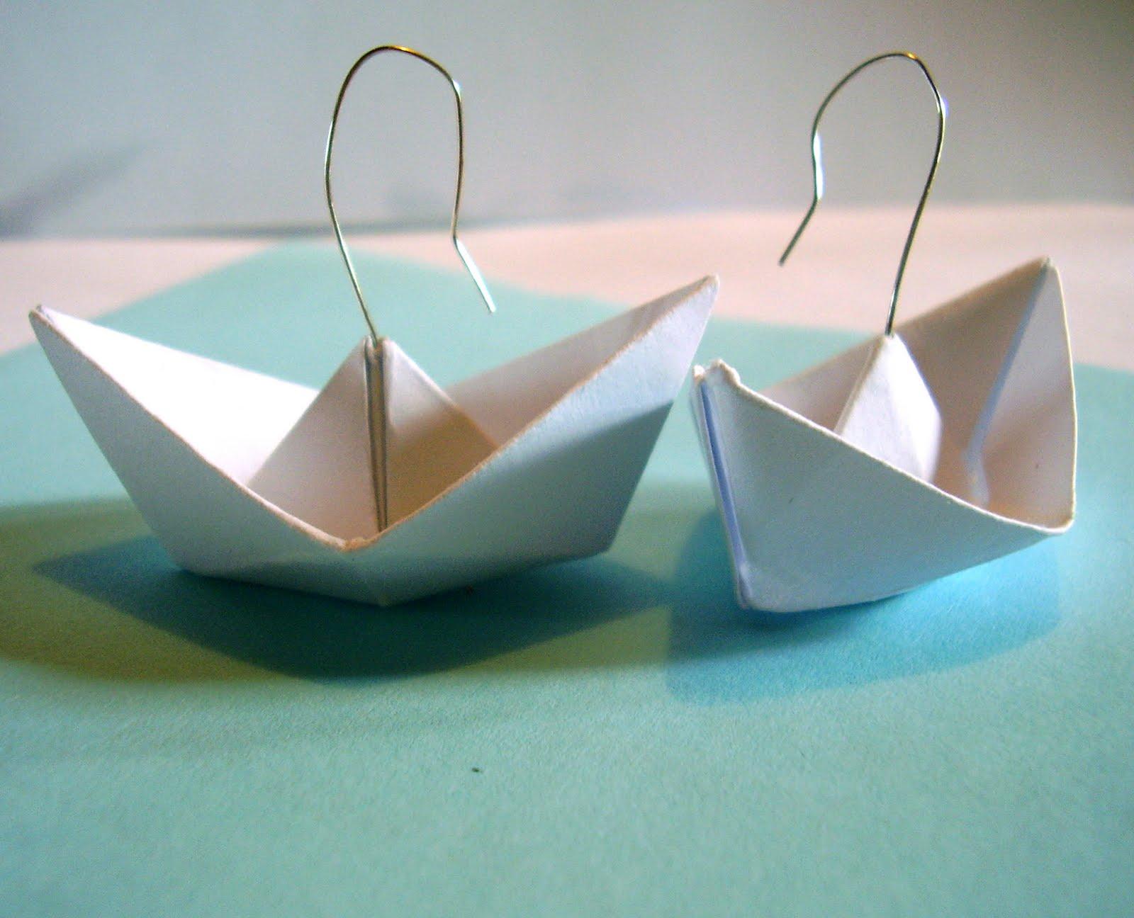 poom poom pitou boucles d 39 oreilles petit bateau en papier. Black Bedroom Furniture Sets. Home Design Ideas