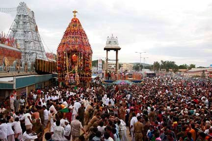 [devotees+at+tirupati+balaji++temple+at+brahamotsavam+festival.jpg]