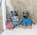 "Nella ""knitting mom"" the dolls and animals"
