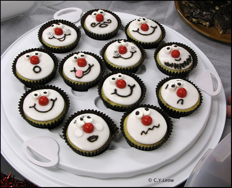 Cake Designs For Red Nose Day : Man Behind Lens: RED NOSE Day Is Back!