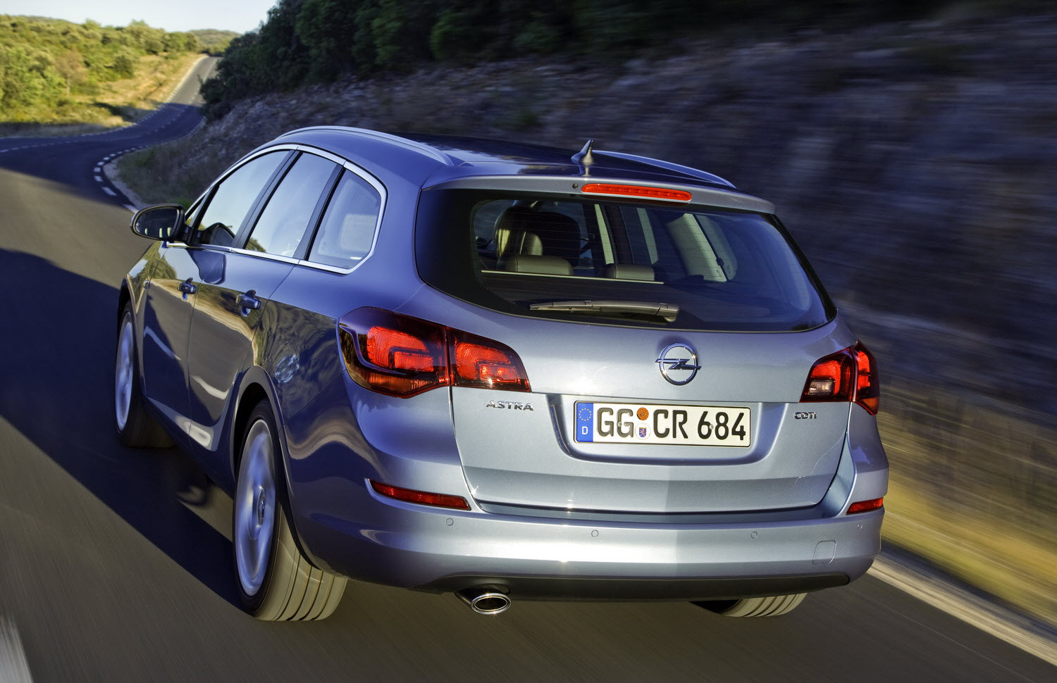 opel astra sports tourer the athletic compact wagon. Black Bedroom Furniture Sets. Home Design Ideas