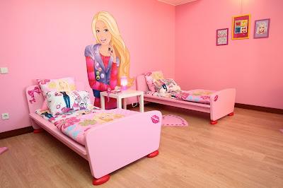 http://2.bp.blogspot.com/_IiGYb-XOUfc/TBt1hKaEMAI/AAAAAAAAJ6s/0KaIGDtA1cM/s1600/Suite_Barbie_PestanaSintraGolfe_(2).jpg