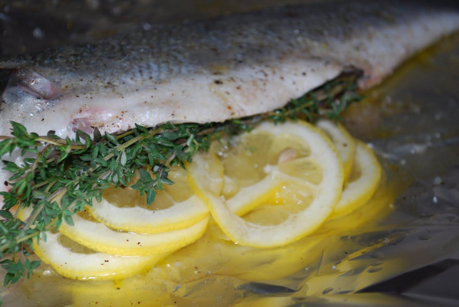 Jen 39 s gone paleo foil wrapped bronzino w veggies for Fish in foil in oven