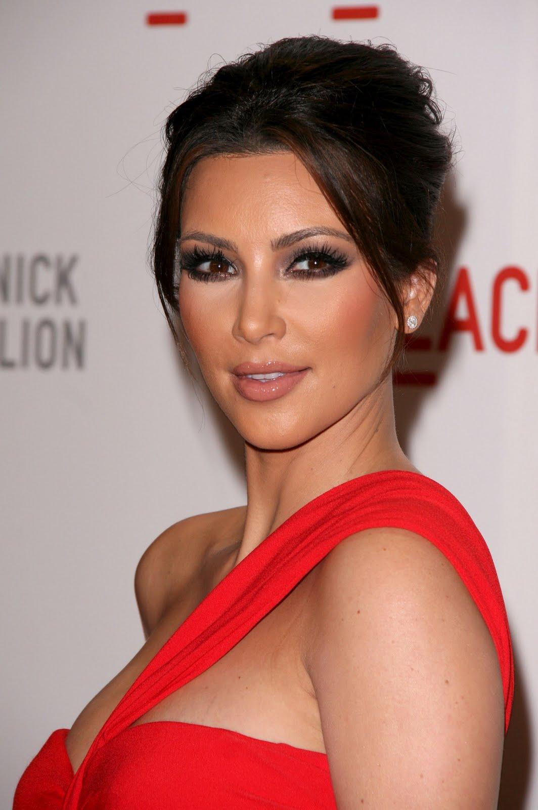 http://2.bp.blogspot.com/_ImioM_zH-NY/TLs7WZ07O1I/AAAAAAAAAmk/ZKKTLWwPaDw/s1600/Kim-Kardashian-27.jpg
