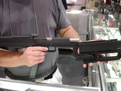 MagPul FMG9 Folding machine gun | World of Weapons