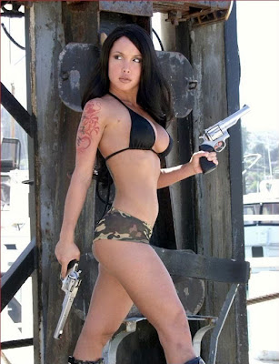 girls with guns and pistols