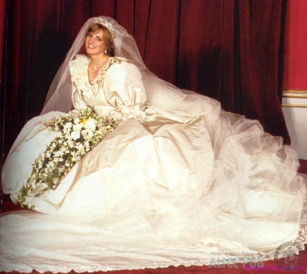 princess diana wedding day photo. princess diana wedding day.