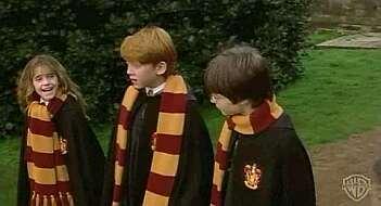 Desde las bufandas de las diferentes casas de Hogwarts, a el jersey Weasley, pasando por el gorro que Hermione lleva en la última película de la saga.