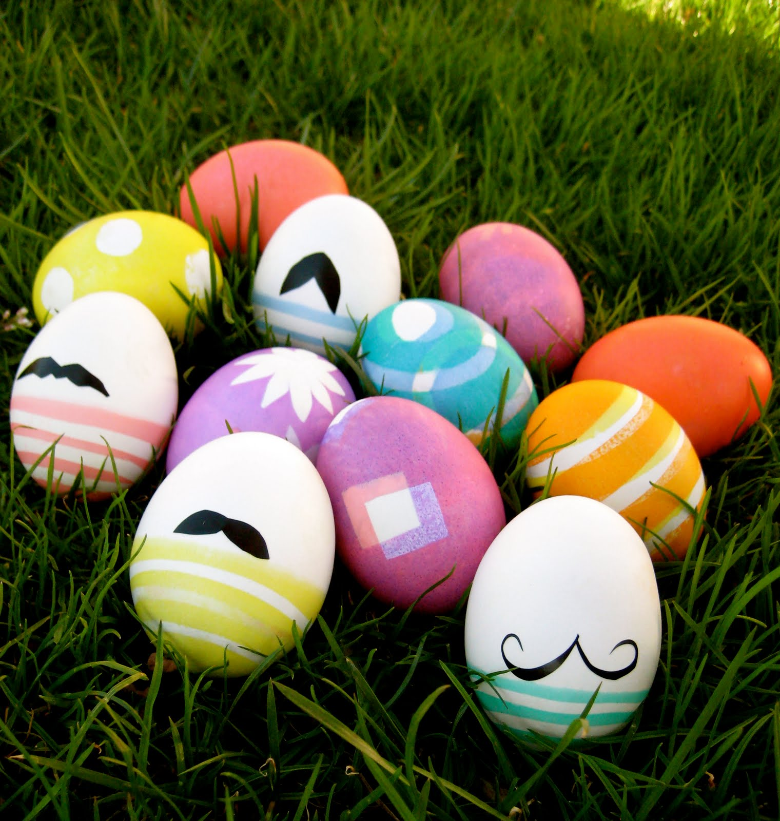 Oh what fun mustache eggs for Deco de paques