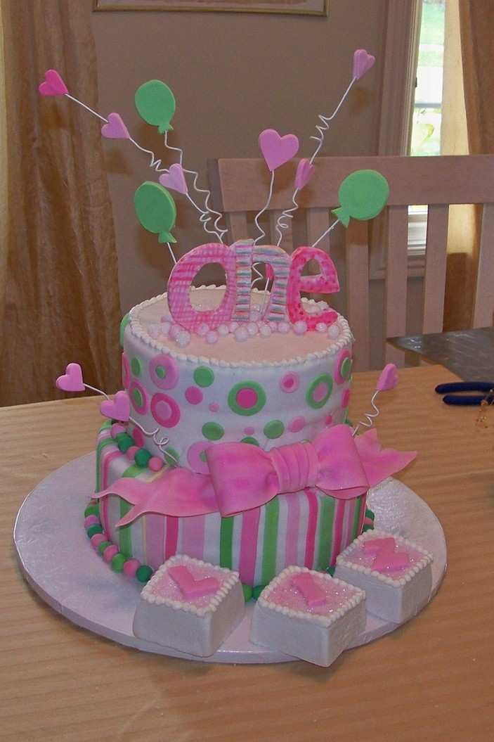 Pictures Of Birthday Cakes For Baby Girl : Picnic Party: First Birthday Cakes