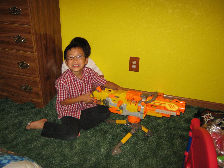 http://2.bp.blogspot.com/_ItDFt3hkHuo/TDqXGTr0QvI/AAAAAAAAGZw/nFrVYXyPOYk/s1600/9+Ben+and+Machine+Gun.jpg