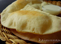 Pita bread with Garlic yogurt sauce