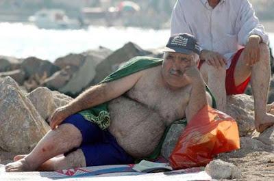 göbekli sahilde adam ile ilgili görsel sonucu