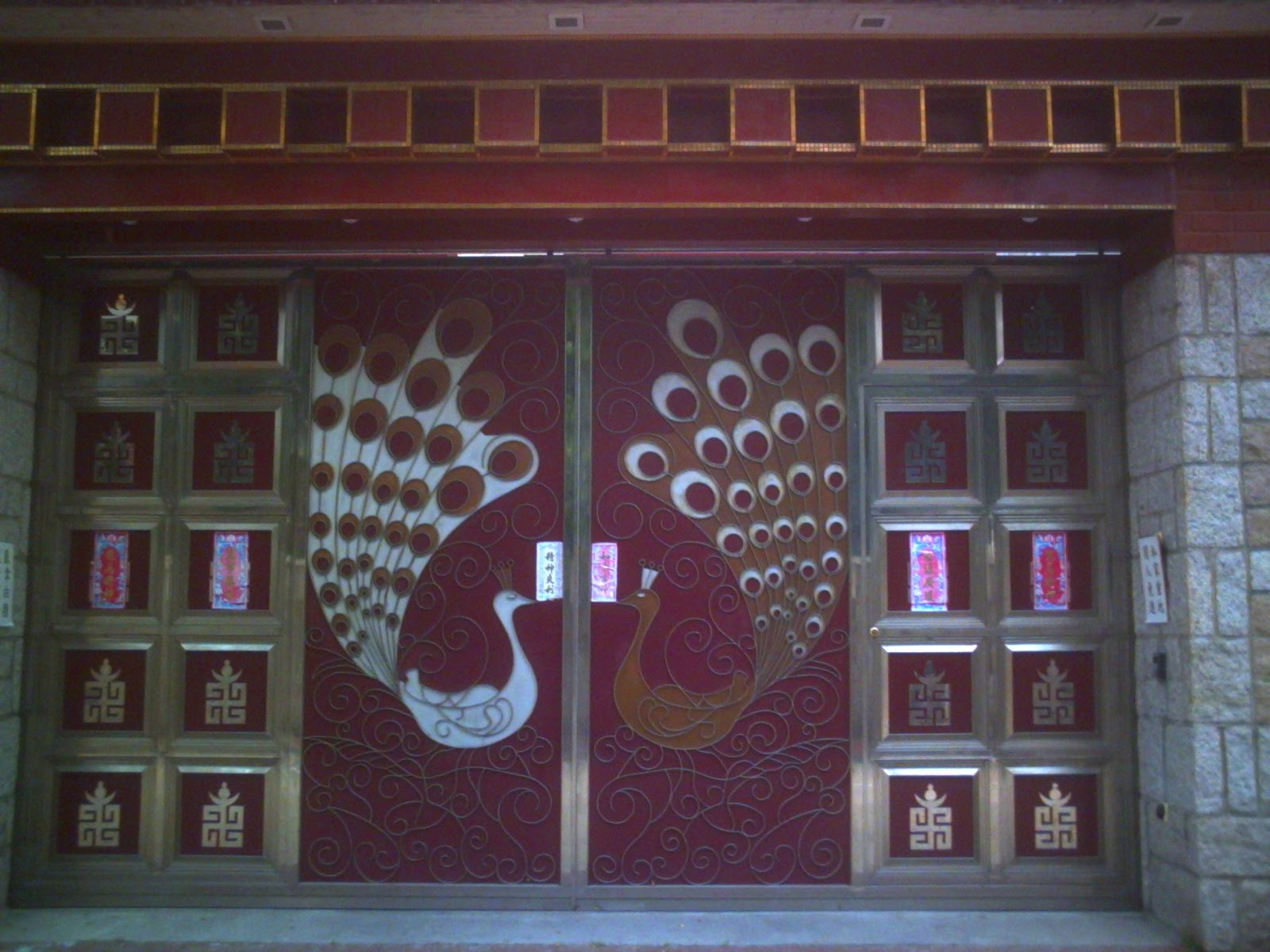 Alice went out for a walk in Kowloon Tong this morning and found this beautiful peacock doors. & Alice found some doors Pezcame.Com