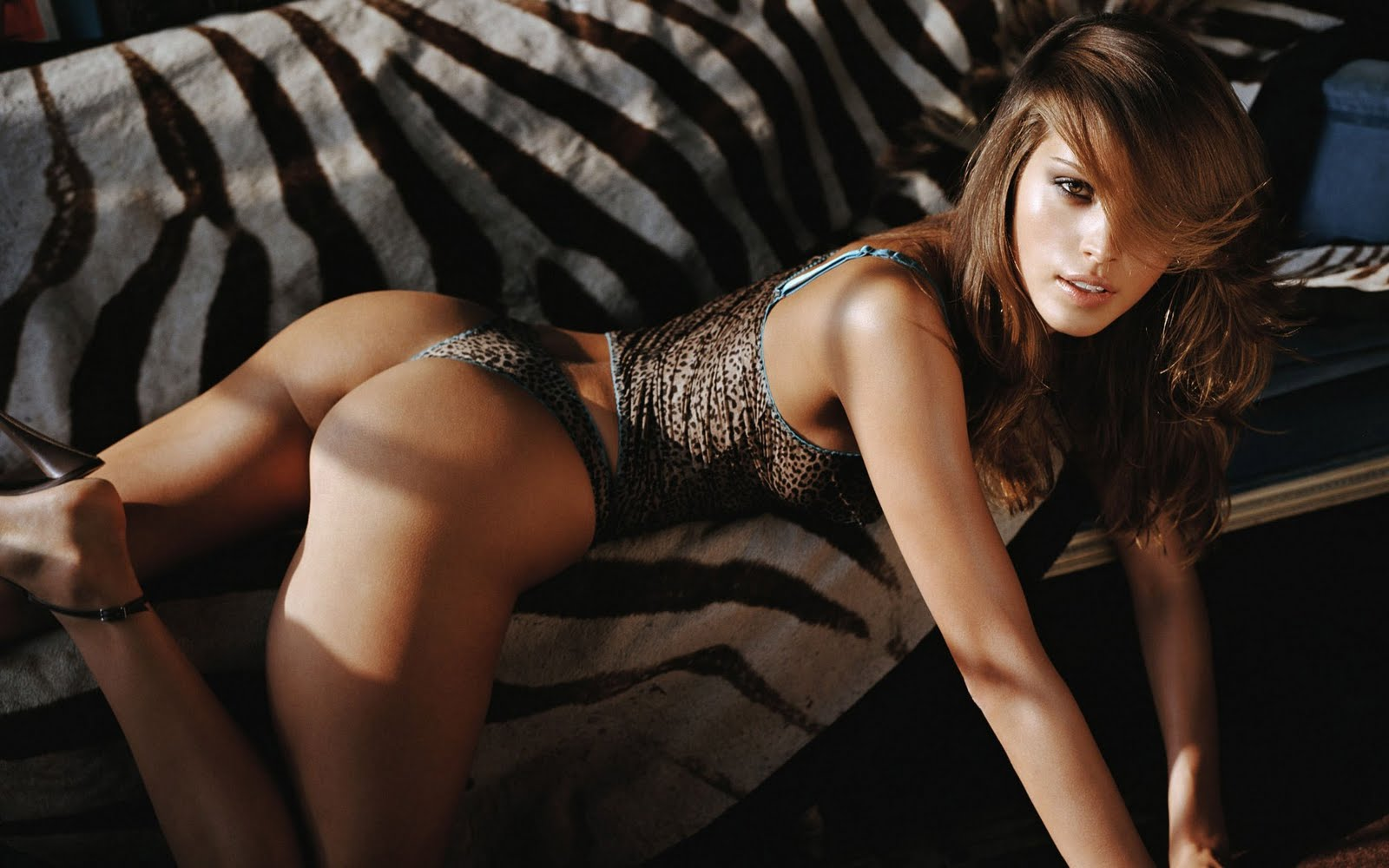http://2.bp.blogspot.com/_IwRqx_H611g/TOAW_0tw2XI/AAAAAAAABRc/RHT8beRoR-Y/s1600/petra_nemcova_hd_widescreen_wallpapers_1920x1200.jpeg
