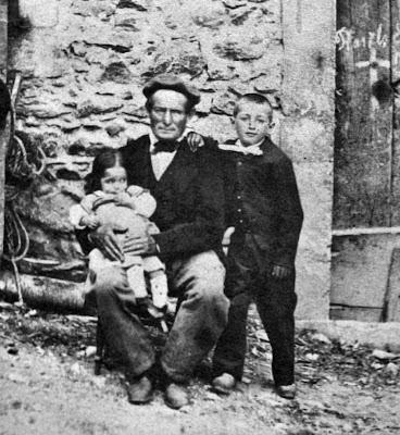Francisco Soubirous e seus dois filhos, Lourdes