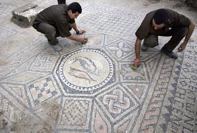 Prisioneiros descobrem mosaico em Israel, Megido