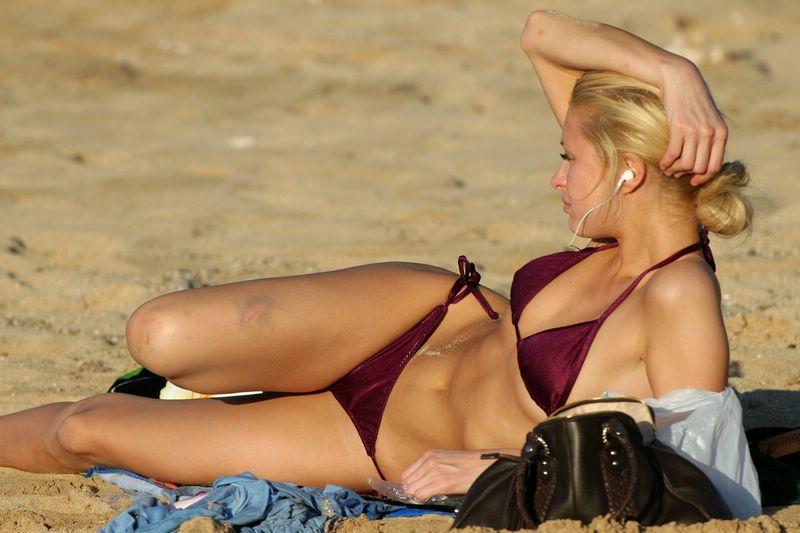 of paris shot hilton Bikini