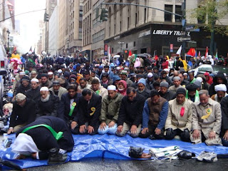 muslims shut down Madison Ave in New York City, with prayer